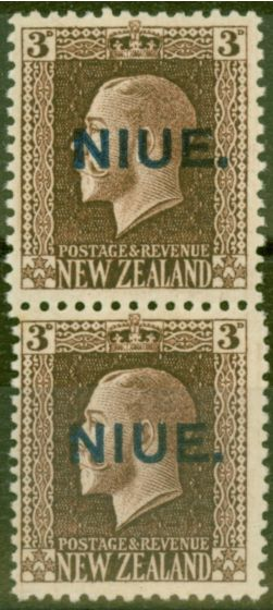 Valuable Postage Stamp from Niue 1917 3d Chocolate SG29b Vertical Pair SG29-29a V.F MNH